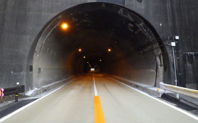 高山国道管内トンネル補修工事