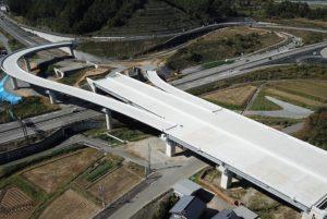 中部縦貫高山IC橋下り床版工事が完成しました