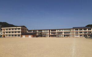 新宮小学校校舎長寿命化改修工事が完成しました